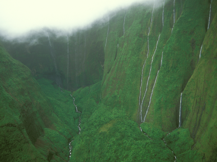 hawaii-waterfalls