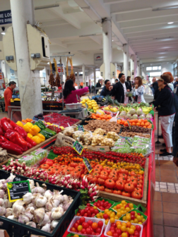 windstar-chef-in-cannes-market