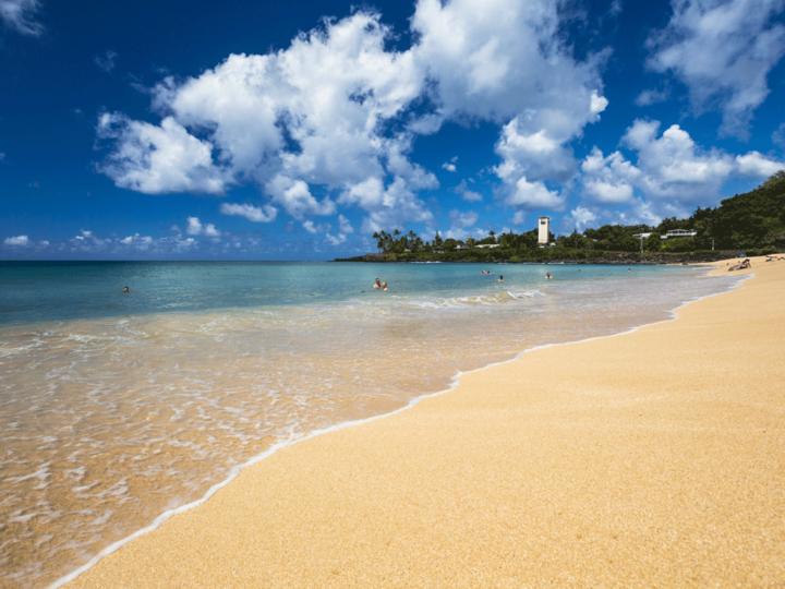 honeymoon-couple-water-hawaii