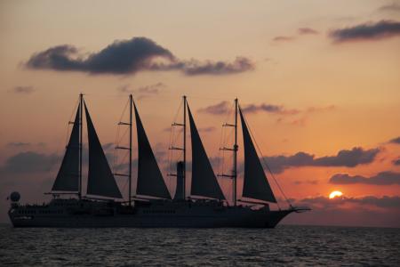 windstar-cruise-at-sunset