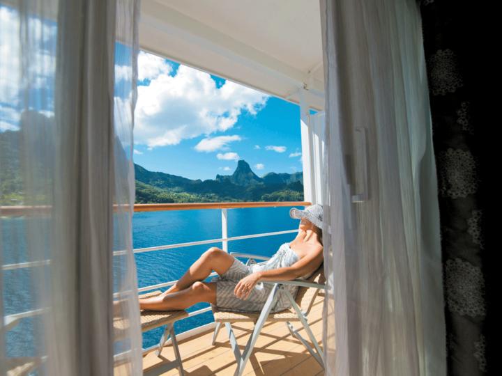 ship-balcony-sunbathing